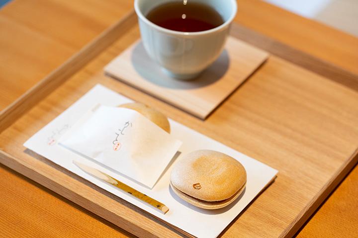 最中は1個160円~。店内で食べる場合はお茶が付くので、食べ比べを楽しんで