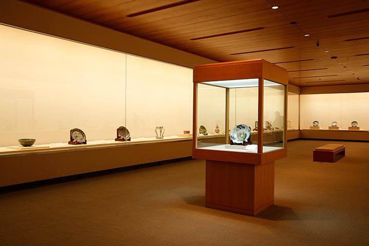 世界的に希少な古九谷や茶道美術などの古美術品をコレクション