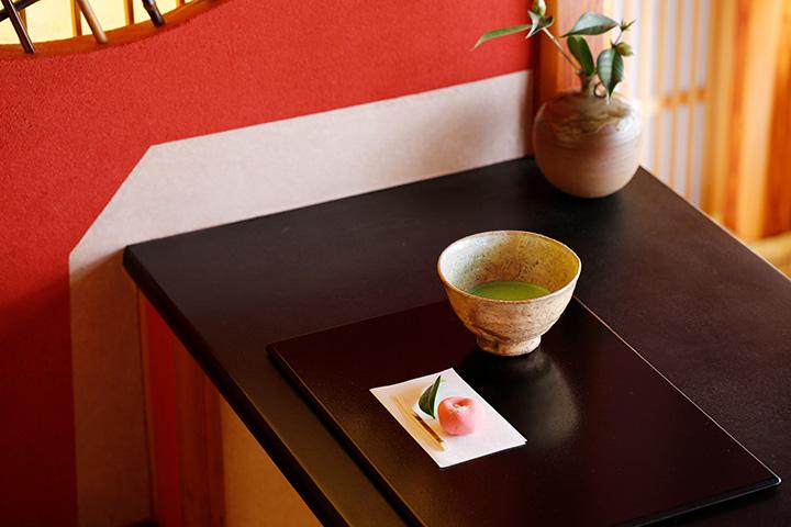 お抹茶と季節の上生菓子700円