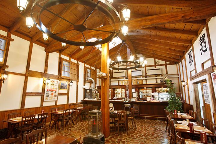 蔵をリノベーションした発酵食美人食堂。ランチは1,500円(要予約)