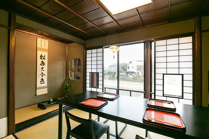 2階の個室からは浅野川が眺められて風情たっぷり
