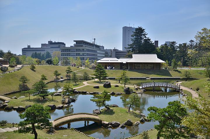 金沢城公園で優美な庭園を散策