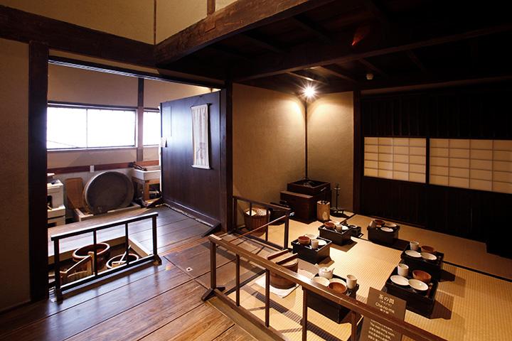 清水家の茶の間。江戸初期、食事は朝夕の2回だけで、現代人よりも米をたくさん食べていたとか
