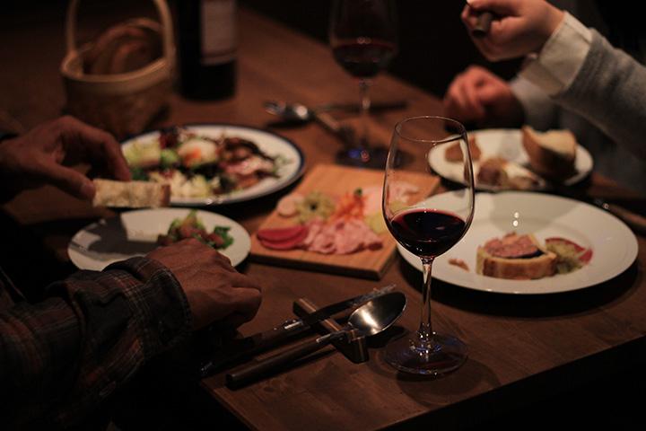 アットホームな雰囲気は仲間との会食にもぴったり。お酒も弾みます