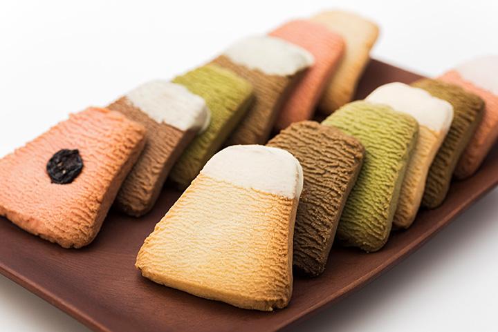 クッキーは全部で15種類。様々なフレーバーやトッピングを楽しめます