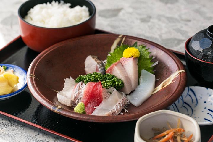 元寿司職人のご主人が目利きした刺身定食1,000円(ランチ)