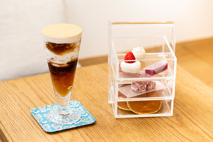加賀棒茶ときなこのパフェ880円と珠手箱(たまてばこ)1,280円