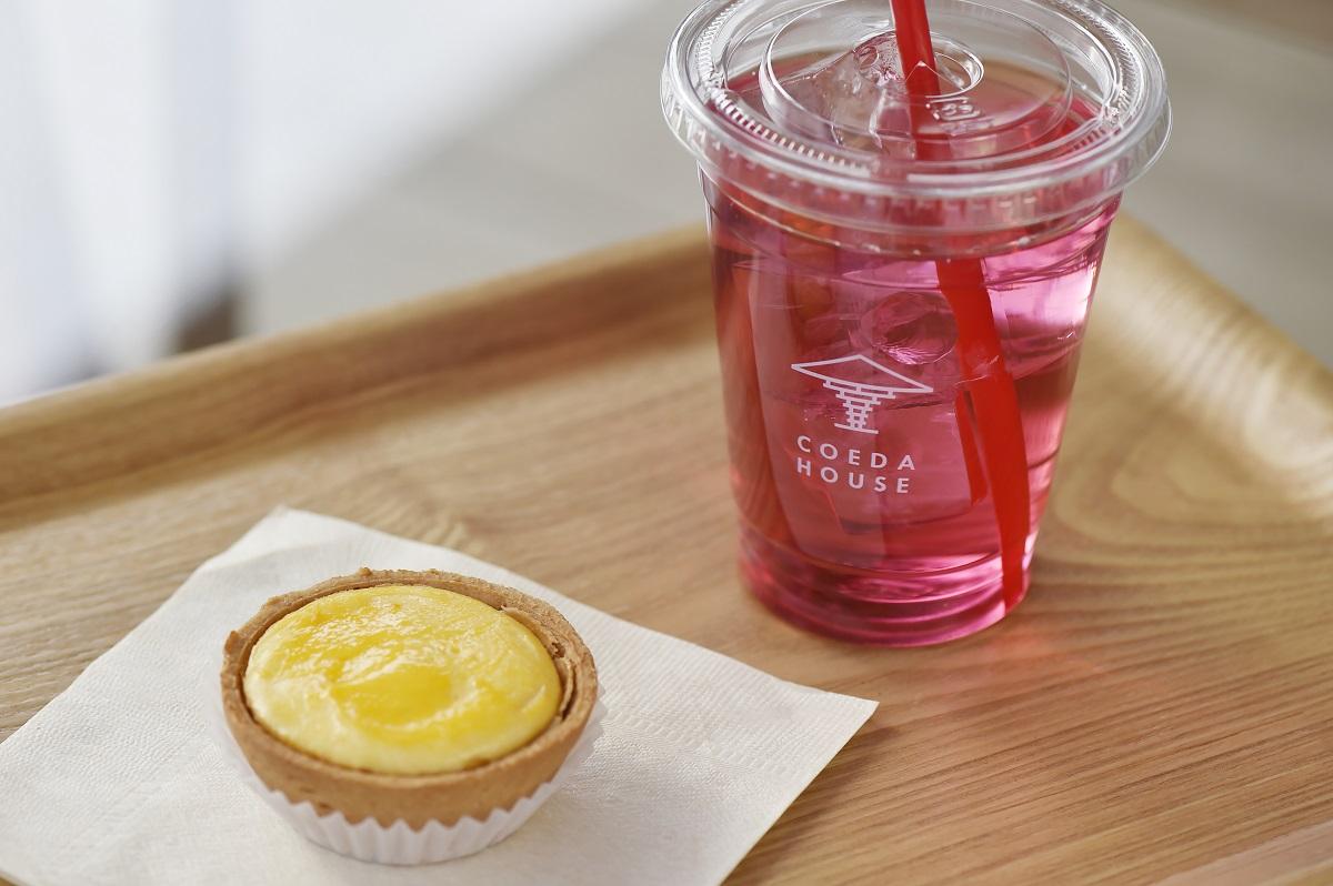 熱海タルトフロマージュ・橙(だいだい)300円、ローズジュース500円