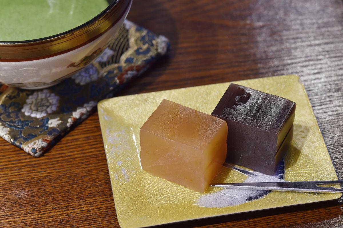 鶴吉羊羹セット(抹茶付き1,000円)
