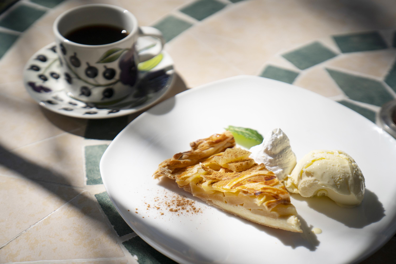 本日のコーヒーと手作りアップルパイのセット1,000円