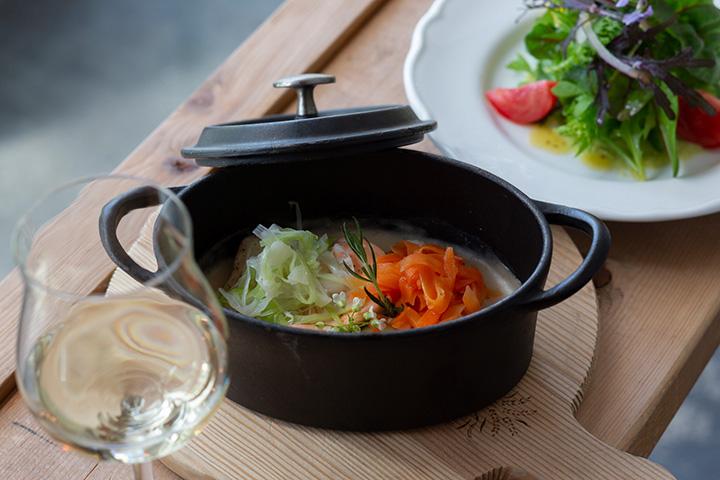 ベルギーの郷土料理「ワーデルゾーイ」(前菜サラダ・パン・ドリンク付き)
