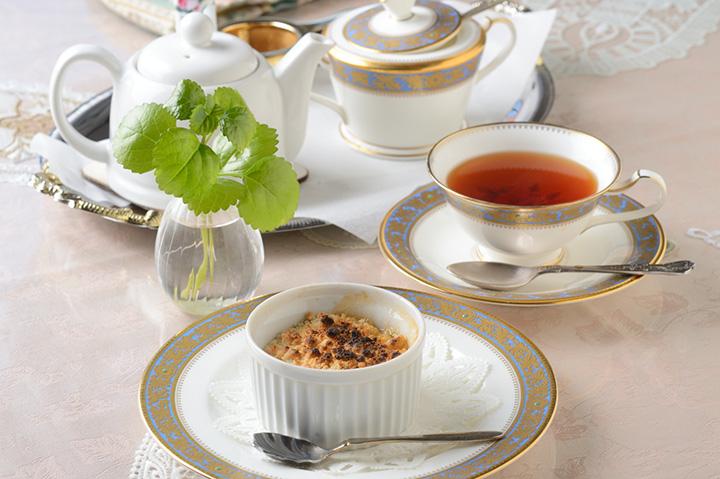 アップルクランブル、コーヒーまたは紅茶とセット