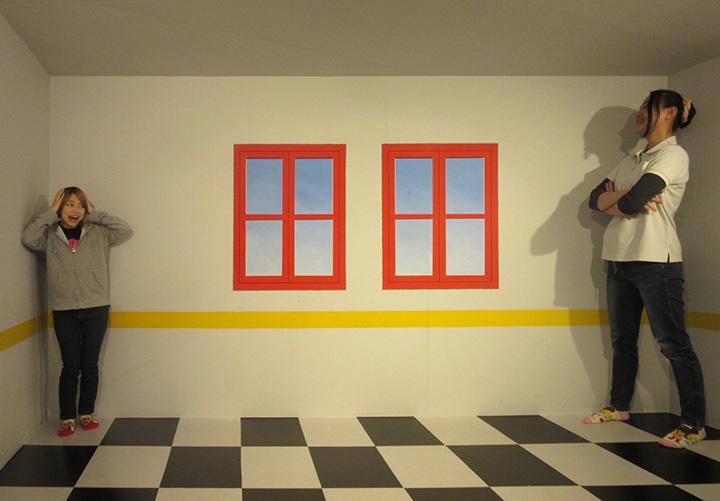 新しいアート空間「エイムズの部屋」