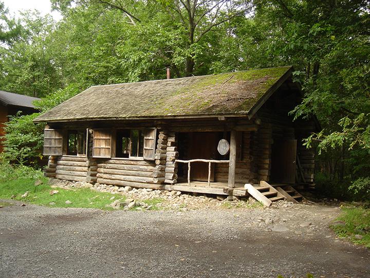 ドラマの中で主人公たちが建てた「丸太小屋」