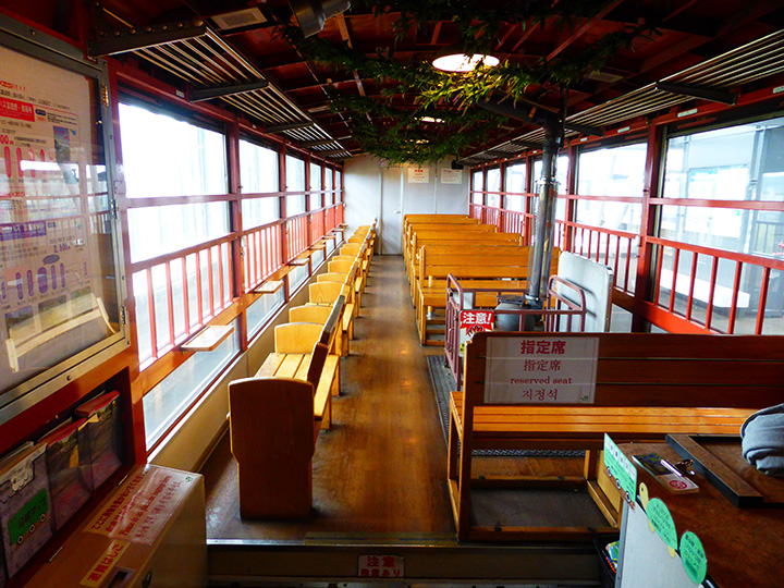 窓に向かって座る2名掛けシートが人気(写真提供:JR北海道)