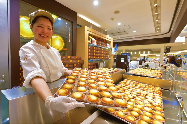 濃厚なチーズムースとタルトの組み合わせが絶品。「焼きたてチーズタルト」183 円、6個入り1,080円