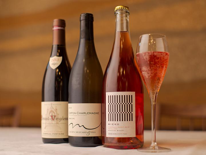 自社ワインの他、国内外のワインが揃っています