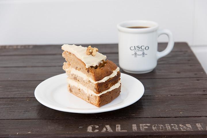ハミングバードケーキ450円とHAND DRIP COFFEE(Vanilla)480円