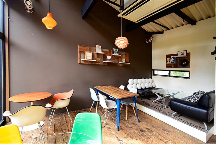 河口湖出身の夫妻が開いた店。ハイセンスなデザイン家具が並びます