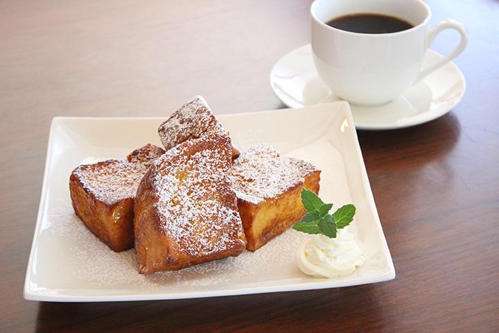 厚さ3cmの食パンで作るフレンチトースト500円