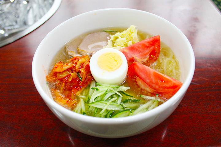 のど越しの良い盛岡産の麺と牛骨スープのバランスが抜群の冷麺850円