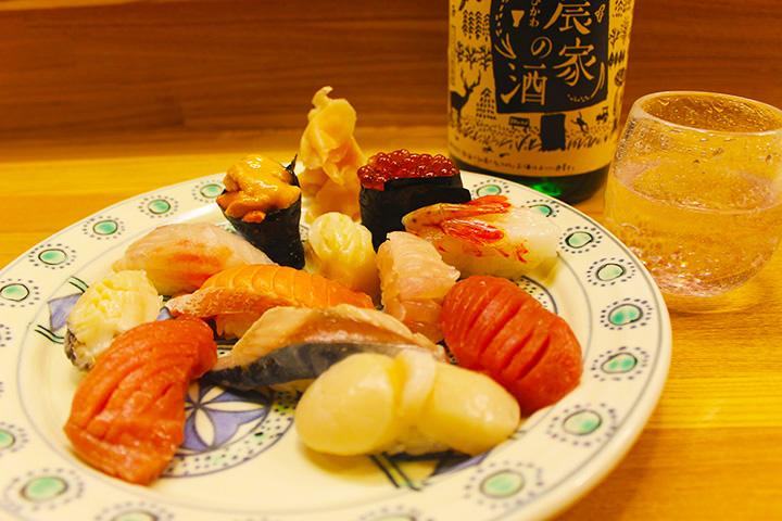 ウニやアワビなど旬の海鮮を堪能できる「おまかせ握り」(12貫)5,000円~