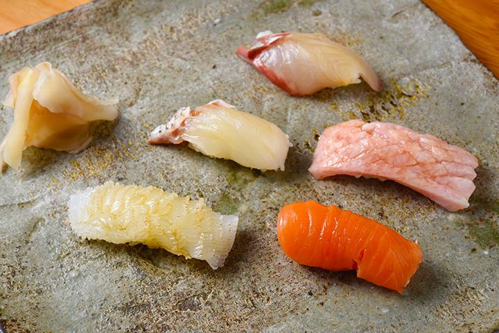 1貫ずつ握りたてで楽しめる「寿司おまかせコース」7,500円(税別)