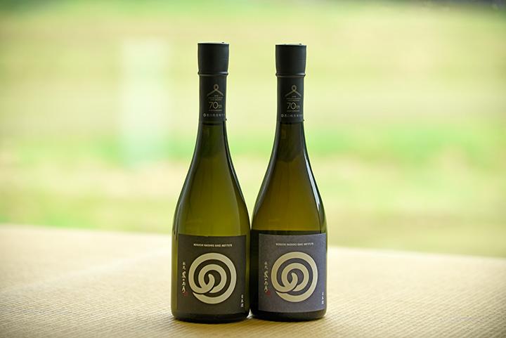 左から「本醸造酒」2,160円 「純米酒」2,430円、共に720ml