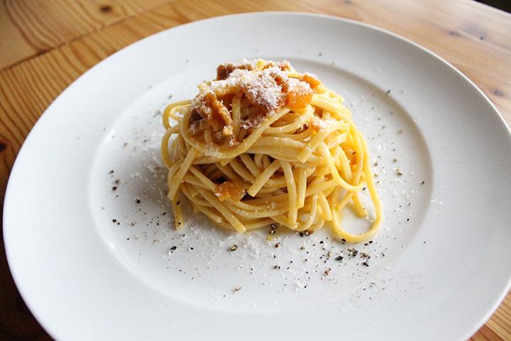地元産小麦を使ったパスタと卵、自家製パンチェッタのバランスが抜群のカルボナーラ1,404円