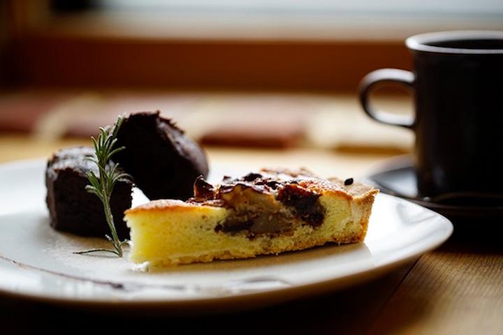 こだわりと愛情が感じられるコーヒーは自家製ケーキとの相性も抜群