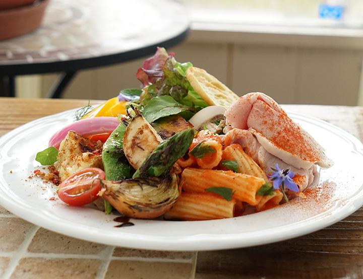メイン1品、惣菜2品、パスタorライス1品を好みで選べる「DELI PLATE」 1,500円