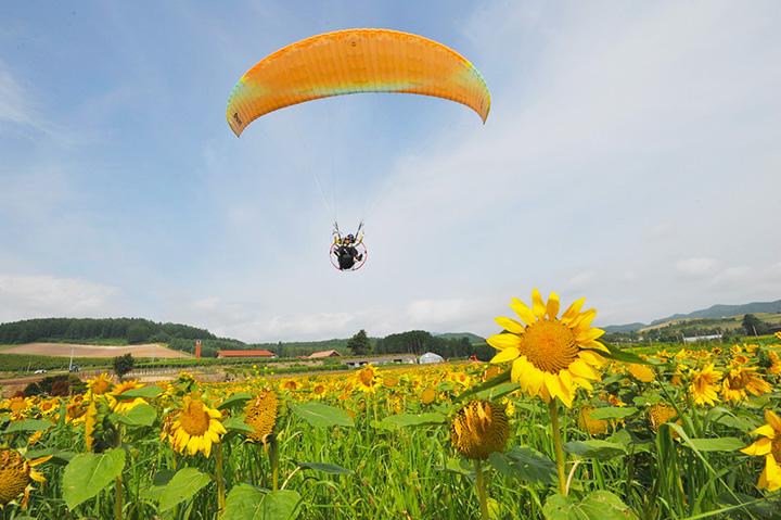 富良野の空を飛んで10年以上のベテラン飛行士が案内