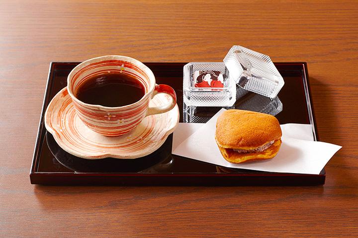 「小豆のどらやき(コーヒーセット)」1,200円 ※画像写真の無断転載を禁じる