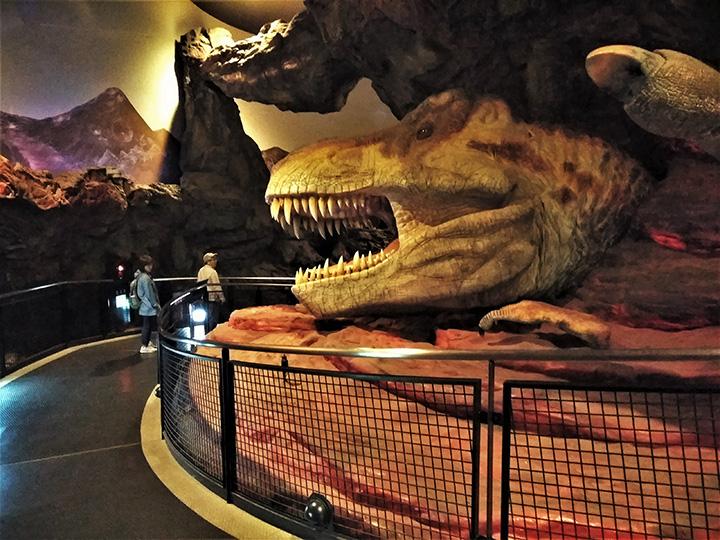 「T-REXエリア」のティラノサウルス
