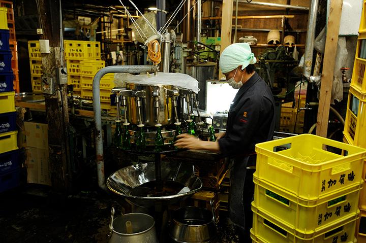 「酒蔵見学」では仕込み蔵や日本酒製造工程の見学、利き酒体験も可能