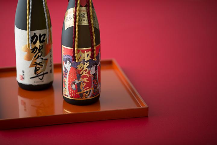 左から「純米大吟醸 吉祥」、錦絵ラベルの「純米大吟醸 千日囲い 錦絵ラベル(桐箱入り)」、共に720ml