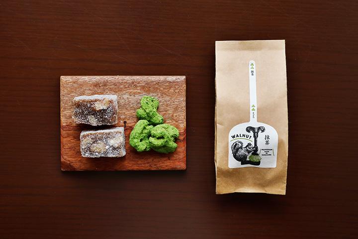 お茶席で使われることもある「くるみ餅」、クルミに黒糖を絡めて抹茶をまぶした「凸凸」