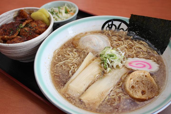 人気の「ミニ豚丼・ラーメンセット」980円
