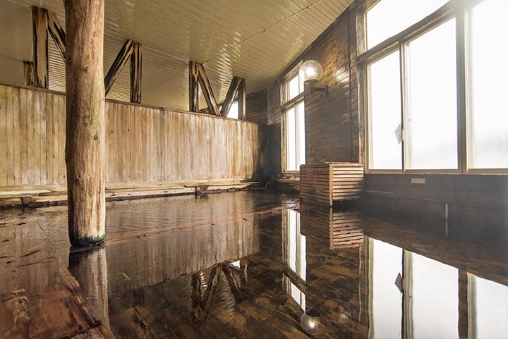 ヒバ大浴場。洗い場がなく、せっけんの使用は禁止