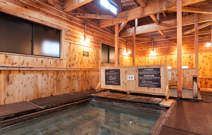 開湯約400年の古湯。写真は「下の湯」