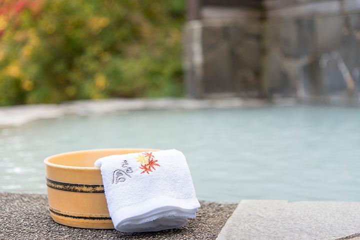 露天風呂とオリジナルタオル(紅葉)350円