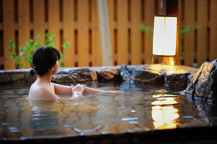 露天風呂。15時に男湯と女湯を入れ替え