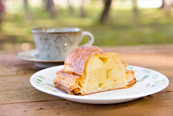 「手作りアップルパイ」1カット500円とコーヒー400円