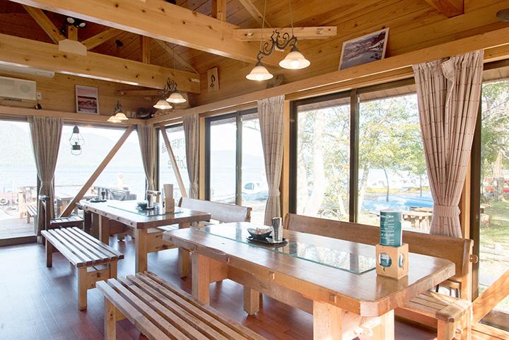 青森県と秋田県の県境にある、静かなカフェ