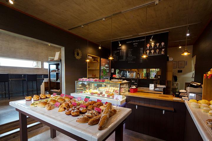 ハード系から総菜系までパンは約40種類