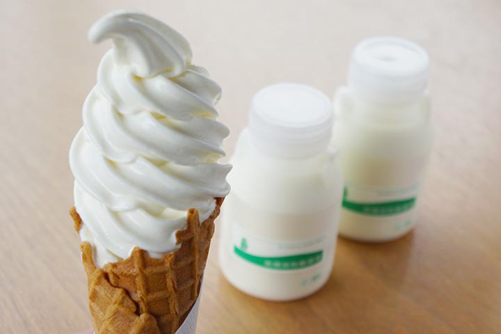 ソフトクリーム400円、飲むヨーグルト各250円(150ml)
