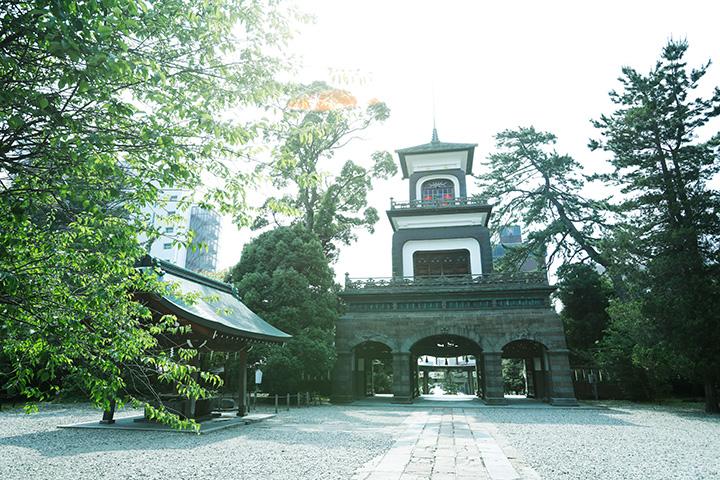 神門の第三層に設置された避雷針は日本最古のもの