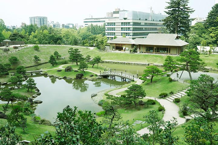 金沢城内に再現された風光明媚な大名庭園