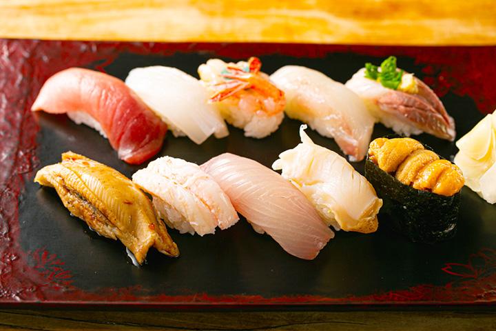 「おまかせにぎり」3,150円~。地魚や旬の魚介が堪能できる