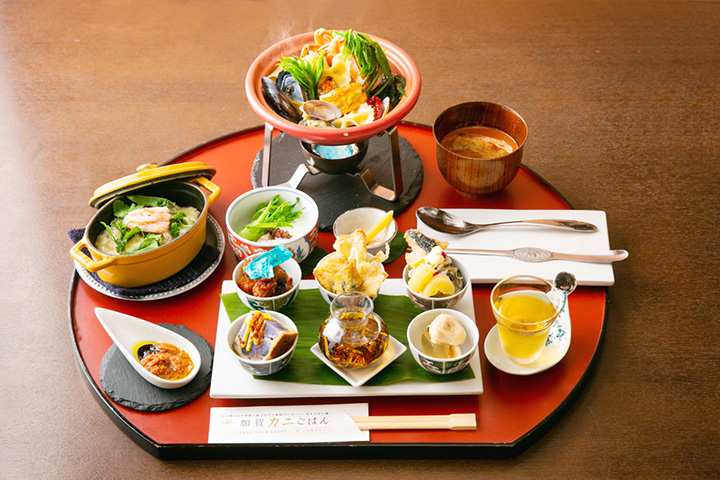ランチ限定の「加賀カニごはん」2,250円。要予約
